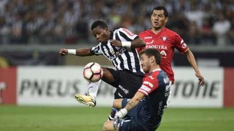 Atlético não conseguiu furar o bloqueio boliviano e caiu na Libertadores - AFP