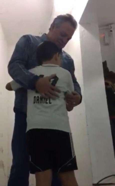 Abel Braga e Daniel: treinador recebeu o carinho da torcida da Ponte Preta (Foto: Frame/Divulgação)