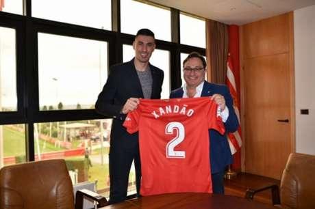 Xandão atuará no futebol espanhol pela primeira vez na carreira (Foto: Divulgação - Sporting Gijón)