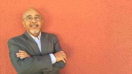 Cesar, que trabalhou em multinacionais como Microsoft e Thompson, diz que já foi barrado em recepção de empresas