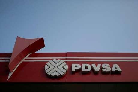 Logo da petroleira estatal PDVSA em Caracas  12/4/2017   REUTERS/Marco Bello