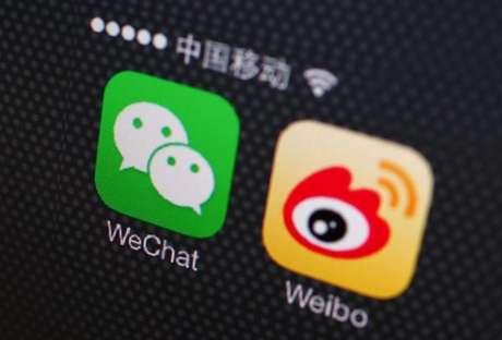 Aplicativos da WeChat e Weibo em tela de celular em Pequim, China 5/12/2013 REUTERS/Petar Kujundzic