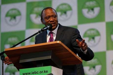 Kenyatta faz discurso após ser declarado vencedor em eleição no Quênia   11/8/ 2017    REUTERS/Thomas Mukoya