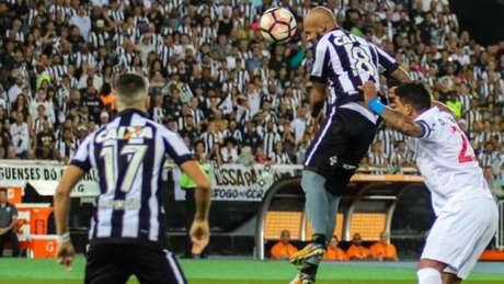Bruno Silva foi um dos destaques do jogo, e teve, a torcida lhe apoiando (MARCELO GONÇALVES / PHOTOPREMIUM)