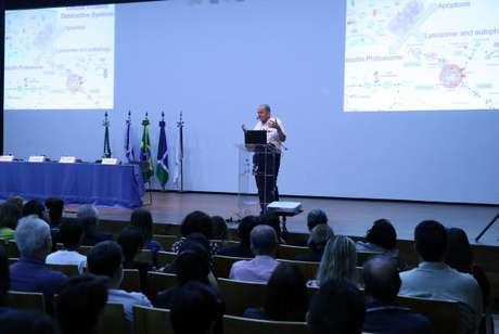 Aaron Ciechanover, pesquisador israelense, Prêmio Nobel de Química de 2004, fez palestra no auditório da Associação dos Docentes da Universidade de Brasília (UnB)