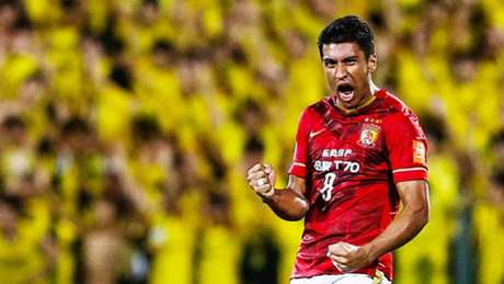Paulinho pode ir para o Barcelona (Foto: Reprodução)