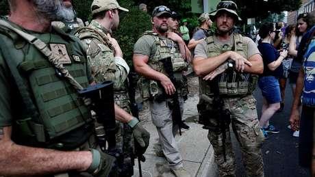 Supremacistas brancos em marcha de extrema-direita em Charlotesville, na Virgínia
