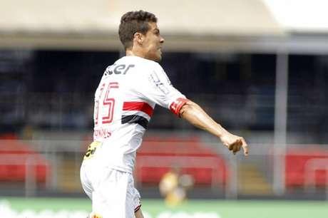 Hernanes marcou dois e ainda deu assistência para o gol de Arboleda (Foto: Daniel Vorley/AGIF/Lancepress!)