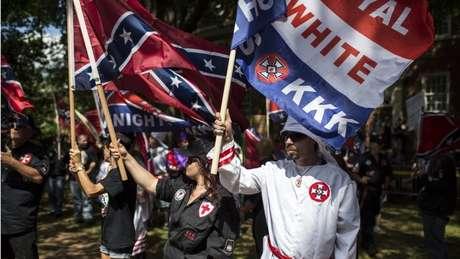 Membros da Ku Klux Klan em protesto em Charlottesville, neste semana