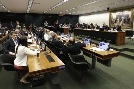 Comissão Especial da Reforma Política reunida para votação do relatório parcial do relator, deputado Vicente Cândido