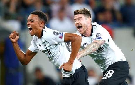 Alexander-Arnold comemora o primeiro gol do Liverpool
