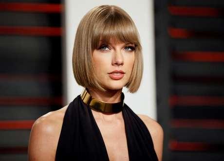Taylor Swift chega para evento em Beverly Hills  28/2/2016   REUTERS/Danny Moloshok