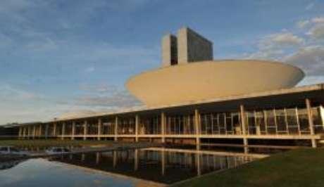 Parlamentares da base governista já falam há algum tempo em fatiar a reforma e aprovar pelo menos os pontos centrais. No entanto, o Planalto não admite iniciar a discussão nesses termos.