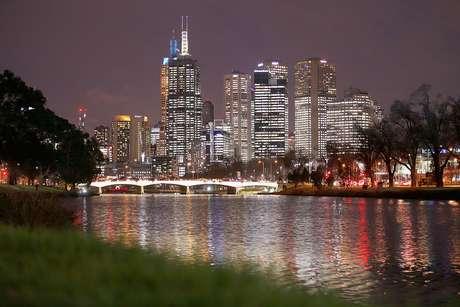 Vista noturna da cidade de Melbourne, na Austrália