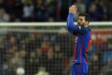 Messi posta foto com Neymar e Suárez, e brinca com Piqué: 'Voltou'