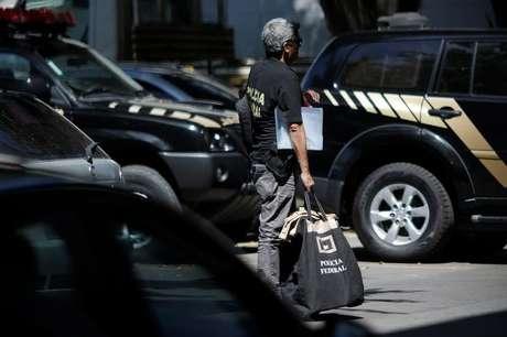 Agente da Polícia Federal durante operação no Rio de Janeiro 26/01/2017 REUTERS/Ueslei Marcelino
