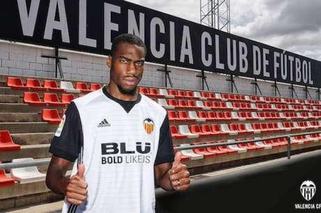 Valencia CF oficializa chegada de Kondogbia por empréstimo do Inter