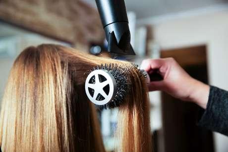 Dá para ter o cabelo maravilhoso sem precisar ir ao salão!