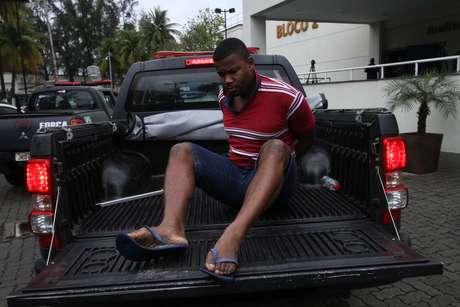 O objetivo da ação conjunta é prender 14 traficantes, além de armas e drogas. Durante a operação, foram apreendidas drogas, máquinas caça-níqueis e uma pistola.