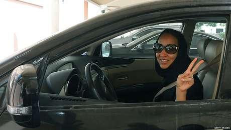 Adolescente detido na Arábia Saudita por dançar na rua