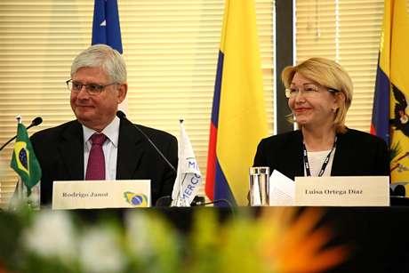 Procurador-geral do Brasil, Rodrigo Janot e a procuradora-geral da Venezuela Luisa Ortega Dias, afastada do cargo depois de se opor a convocação da Assembleia Constituinte pelo presidente Nicolás Maduro