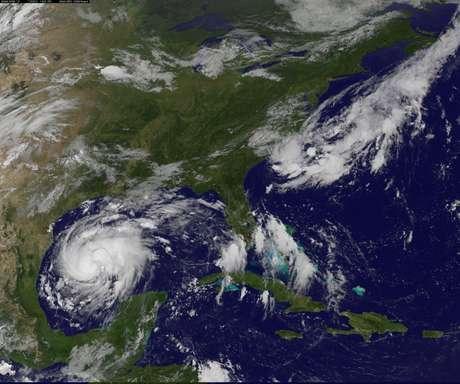 Imagem de satélite mostra a chegada da tempestade Harvey ao Golfo do Texas