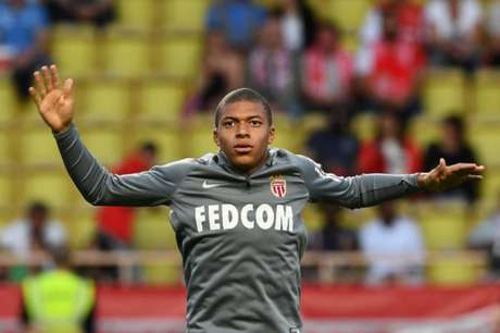Fabinho marca, Falcao faz dois, Monaco massacra Olympique e encosta no PSG