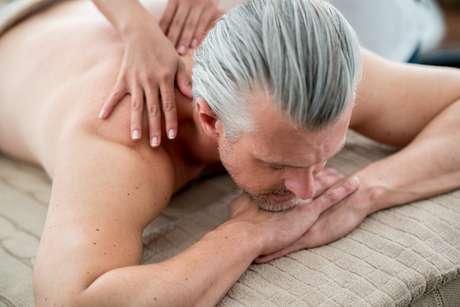 Para passar pela andropausa, é fundamental conhecer as mudanças físicas e emocionais do envelhecimento masculino