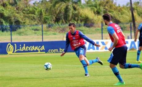 Zagueiro do Avaí acredita que, após período sem jogos, o time dará a volta por cima no Brasileirão Foto: André Palma Ribeiro / Divulgação / Avaí