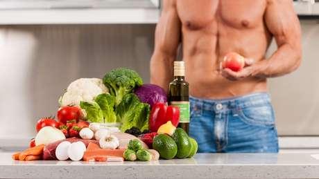 Homem com vegetais