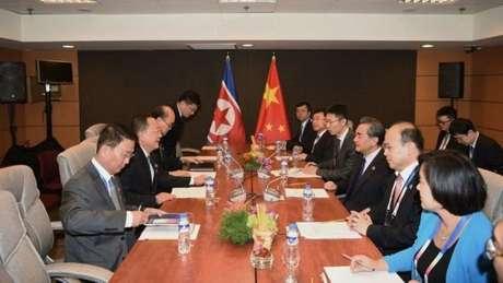 Reunião entre líderes chineses e norte-coreanos