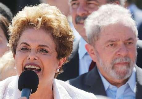 """Dilma defende """"diretas já"""", mas PT dá sinais de que prefere ver Temer """"sangrar"""" até outubro de 2018"""