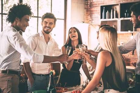Investir na decoração deixa o ambiente mais aconchegante para reunir os amigos