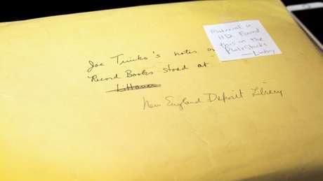 Envelope encontrado continha catálogo manuscrito de 1973