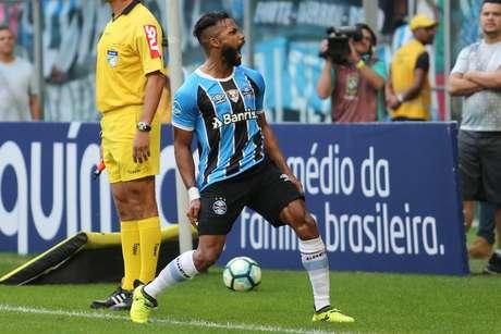 Fernandinho comemora seu gol