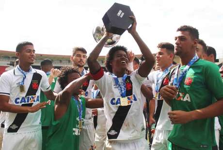 Equipe sub-20 do Vasco conseguiu bons resultados, inclusive o título do Carioca (Foto: Carlos Gregório Jr/Vasco)