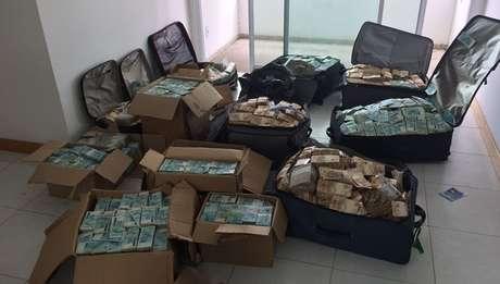 Dinheiro foi encontrado em apartamento em Salvador