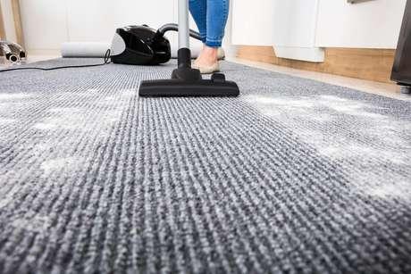 Os tapetes precisam ser limpos, pelo menos, uma vez por semana para evitar a poeira