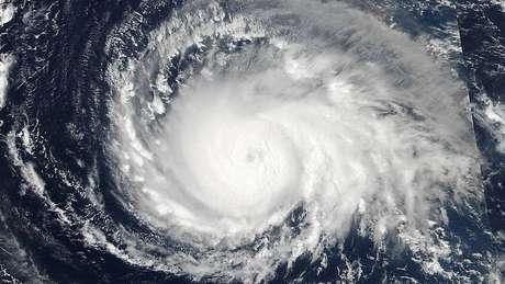 Imagens de satélite do furacão Irma no oceano