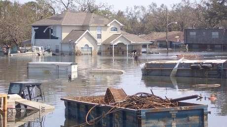 Casa submersas em Nova Orleans
