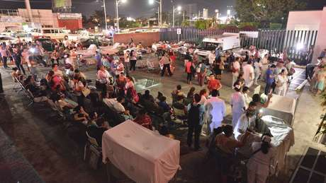 Pacientes e médicos nas ruas de Villahermosa, no México
