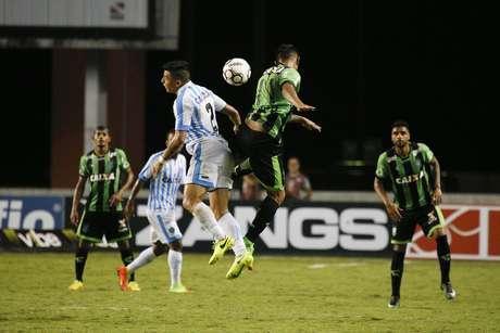 Lance durante a partida entre Paysandu PA e América MG, válida pela Série B do Campeonato Brasileiro 2017