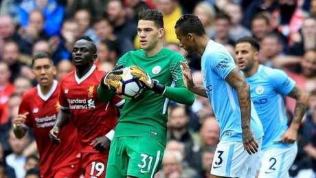 Dupla Gabriel Jesus e Aguero funciona e Manchester City atropela Liverpool