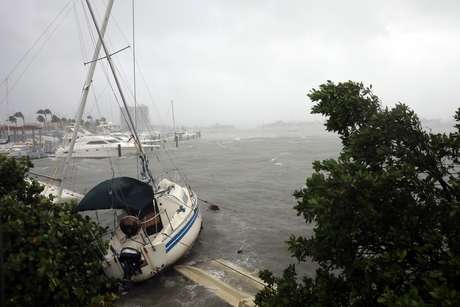 """""""Rezem por nós"""", disse o governador da Flórida, Rick Scott, em uma entrevista à ABC News"""