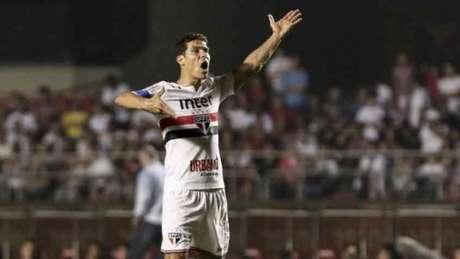 Hernanes marcou no empate por 2 a 2 contra a Ponte Preta (Foto: Miguel SCHINCARIOL)