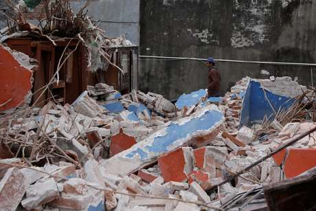 Casa danificada por terremoto na cidade mexicana de Ixtaltepec  10/9/2017    REUTERS/Carlos Jasso