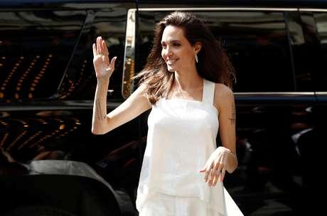 """Angelina Jolie chefa ao tapete vermelho do filme """"The Breadwinner"""" durante Festival de Cinema de Toronto 10/09/2017 REUTERS/Mark Blinch"""