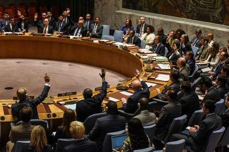 Embaixadores da ONU votam durante reunião do Conselho de Segurança sobre a Coreia do Norte, em Nova York 11/09/2017 REUTERS/Stephanie Keith