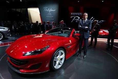 Segundo a Ferrari, o modelo Portofino tem aceleração de 0 a 200 km/h em só 10,8 segundo e atinge velocidade máxima de 320 Km/h.
