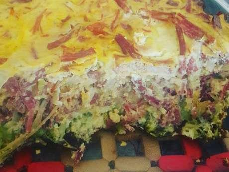Torta de carne seca e brócolis